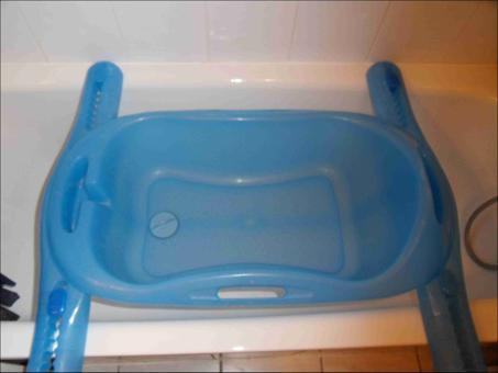 baignoire bébé à poser sur baignoire adulte