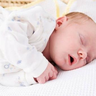 comment habiller un nouveau né